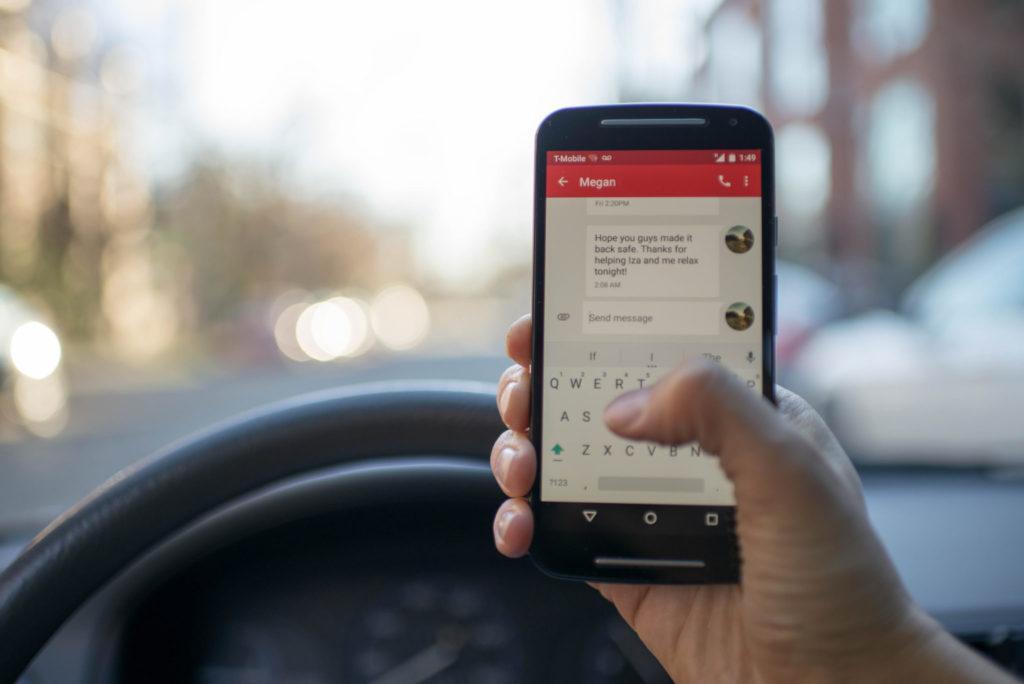 social-media-cellphone-texting
